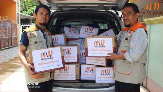 Mengantar Bantuan Pasca Banjir Bandang di Desa Calungbungur