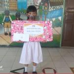 Berbagi Bingkisan untuk Anak Berprestasi
